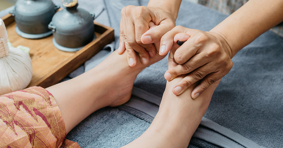 Someone having their feet massaged, an example of natural remedies for rheumatoid arthritis numbness